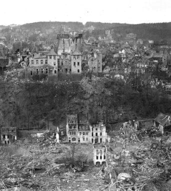 """FÜHRUNGEN als Ergänzung zur Vortragsreihe """"Aus heiterem Himmel?"""" Der Krieg am Niederrhein im historischen  Kontext."""